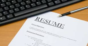 comparison chart of the top  resume builder software applications