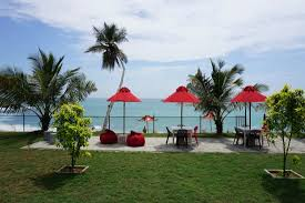 <b>feel free</b> fresh air from Indian ocean - Picture of <b>Red</b> Beach Cafe ...