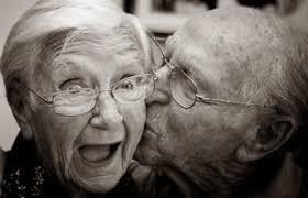 Resultat d'imatges de persones grans