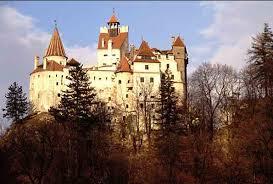 Drakula'nın şatosu olarak bilinen Karpat dağlarındaki Bran Şatosu  Veliaht Dominic von Habsburg'a Romanya'da törenle 26 Mayıs 2006'da iade  edildi. Romanya 1948 yılında şatoya el koymuştu.