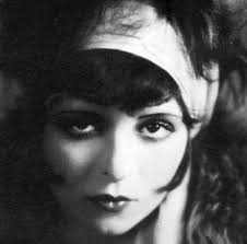 Risultati immagini per smokey eyes 1920