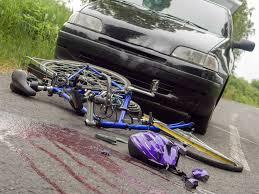 Resultado de imagen de ciclista contra coche