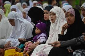 filipino muslims celebrate end of ramadan manila manila filipino muslims celebrating end of ramadan at rizal park