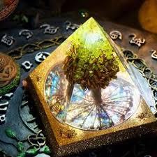 <b>AURA REIKI Anahata Orgonite</b> Aura Crystal Pyramid Peridot Energy ...