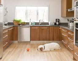 Thiết kế nhà bếp đẹp , gọn, đơn giản Images?q=tbn:ANd9GcSkz7yP7ovWglaVz_vUYKroxJoFyengxDyo0uAHAHWgFieVR7wb