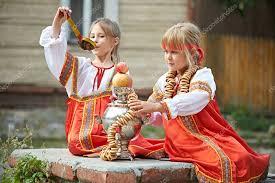Фото: <b>костюм самовара</b>. Две девушки в русских национальных ...