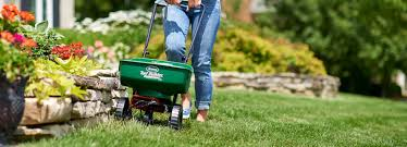 gardening lawn care patio lawn garden com scotts miracle gro