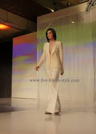 simon fashion now runway looks the style expert behind them question what s the main goal of simon fashion now
