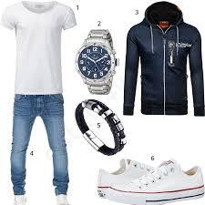 Herren-Style mit weißem Crone Shirt, Tommy Hilfiger Uhr, blauem ...
