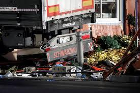 المانيا - تسعة قتلى في اقتحام شاحنة لسوق في برلين والقبض على السائق