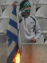 Αποτέλεσμα εικόνας για αναρχικοι καινε την ελληνικη σημαια
