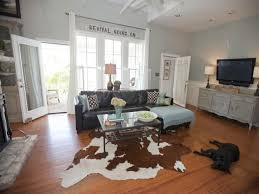 farmhouse living room brown leather couch cottage chic living rooms farmhouse living room brown leather couch chic living room leather
