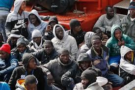 Bildergebnis für Migranten auf einem Boot