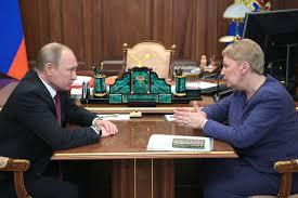 Путин поручил держать зарплаты <b>учителей на</b> контроле ...