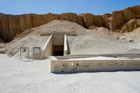 says percent chance of hidden rooms in king tut tomb