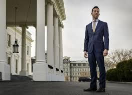 meet the man who can basically read president obamas mind chicago tribune barack obama enters oval