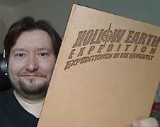Verlagsleiter <b>Patric Götz</b> hat das noble Stück schonmal in die Kamera <b>...</b> - hollowearthexpedition-limited