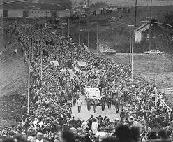 Αποτέλεσμα εικόνας για κηδεία Μπόμπι Σάντς