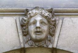 <b>...</b> décors sculptés extérieurs - Masque de nymphe - <b>Jean Cornu</b> Joseph Rayol - 0841