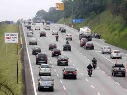Resultado de imagem para imagem de carros em rodovias
