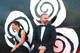 how s inner beauty pageant is getting a makeover broadly last year s rose of tralee maria walsh tv host dáithí sé on their float during the saturday parade photo by colin aherne