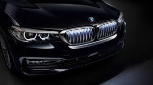 BMW 5 серии тоже получила светящуюся <b>решетку</b>