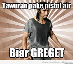 Tawuran pake pistol air Biar GREGET - Mad Dog - The Raid ... via Relatably.com