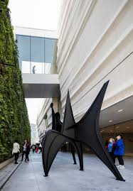 gallery outdoor living wall featuring:   pat and bill wilson sculpture terrace featuring alexander calder s sculpture maquette for trois disques three disks formerly man  photo henrik kam courtesy sfmoma