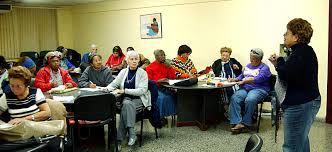 Adultos mayores reciben beneficios de la educación