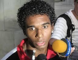 Luiz Antonio no desembarque do Flamengo (Foto: Thales Soares/Globoesporte.com) Luiz Antônio completará 21 anos em março - luizantonio_thalessoares_62
