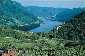 Dunai hajózás a festői wachau völgyben és az artstetteni kastély