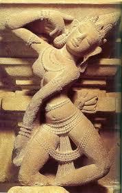 Phù điêu vũ nữ Aspara, phát hiện tại Trà Kiệu