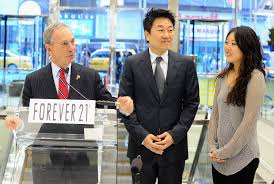 forever 21 has an identity crisis and it works racked new york city or michael bloomberg forever 21 ceo don won chang and his daughter linda the company s vice president of merchandising