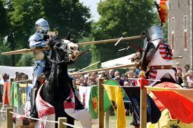 Afbeeldingsresultaat voor ridders te paard met lans tegen elkaar