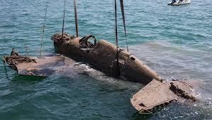 Строители Крымского моста подняли со дна <b>истребитель</b> ...