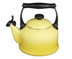 <b>Чайник</b> Tradition со свистком <b>2</b>,<b>1 л</b> от Le Creuset жёлтый, металл ...