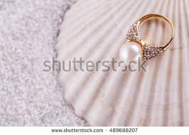 shell golden mother pearl hand