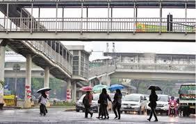 Hasil gambar untuk menyeberang di bawah jembatan penyeberangan