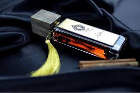<b>Unique Parfum</b> - <b>Leather Wood</b> - bu sadəcə parfüm deyil, həm də ...