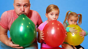 Learn colors with <b>Balloons</b> ! Kids and daddy have fun playtime with ...