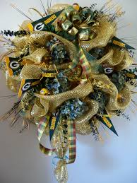 pick your team custom school or sport wreath made to order bay green bay packers deco mesh wreath includes pennants and mini footballs by custom wreaths n