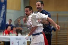 Deutsche Kyokushin- Karate Meisterschaft Vollkontakt 2012 - links der Ingolstädter Georg Matuschik und sein Trainer Andreas Rosenhammer - b31cbfff8e8acbb5f99b189c1e4bec4d_tnM
