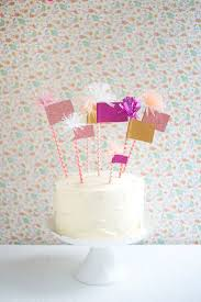 <b>Sparkly Flags Cake Topper</b> DIY