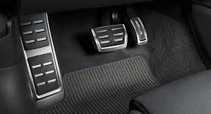 Стоит ли устанавливать <b>накладки</b> на педали и пороги автомобиля