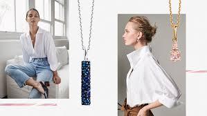Какие украшения носить с белым верхом: блузкой, рубашкой или ...