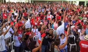Resultado de imagem para assembleia de professores no ceara decretam greve