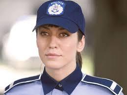 Andreea Păduraru - Parfum de poliţistă (Foto: Paul Diaconu). 27.10.2008. Rating: - apaduraru-main