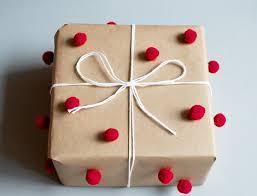 Resultado de imagen de envolver regalos originales para niños