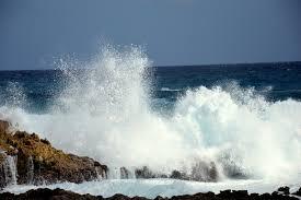 Resultado de imagem para respingos das ondas do mar espuma