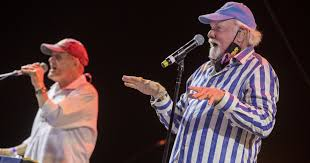 Review: Rock nostalgia at a drive-in <b>Beach Boys</b> concert - Los ...
